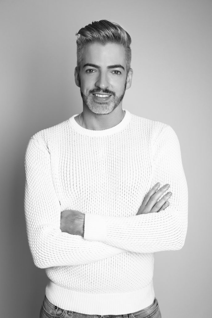 whitesweater_grey_contrast (1)